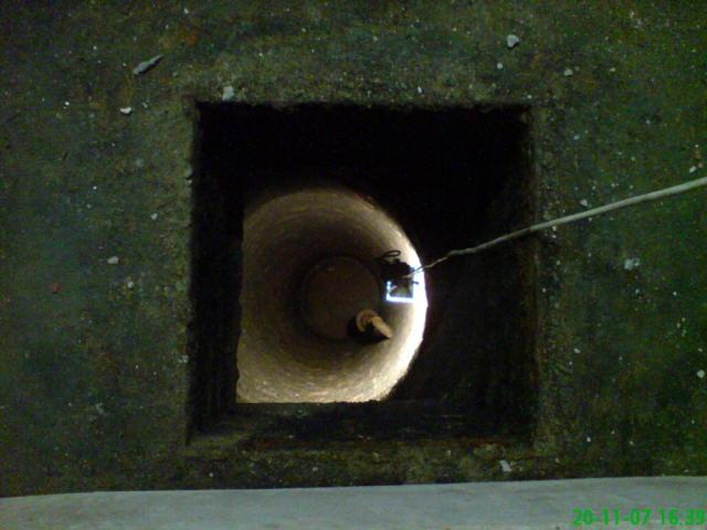 Blick in den Brunnen, auf die Brunnenstube
